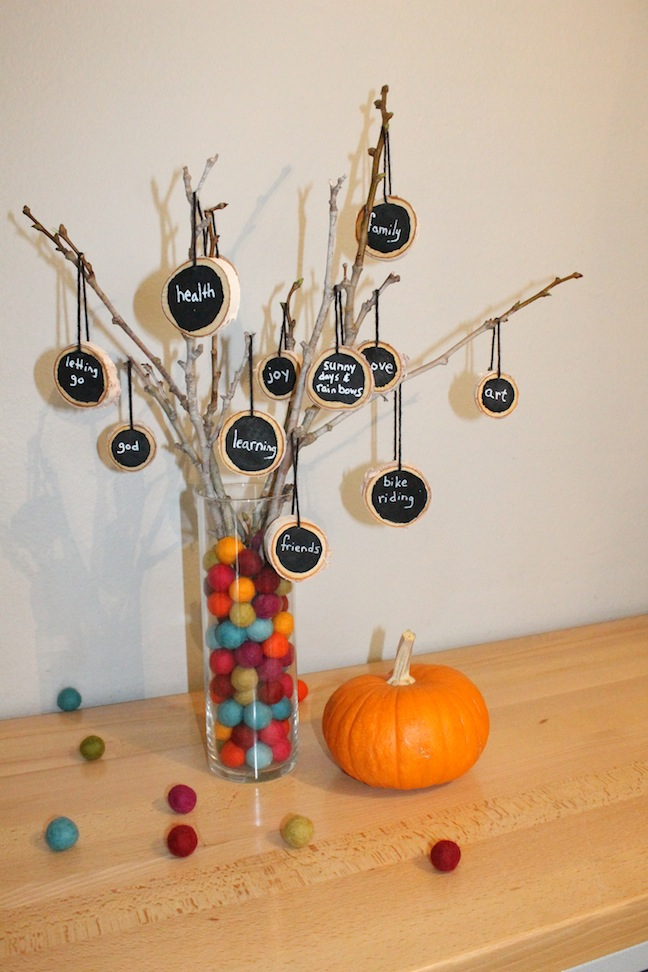 DIY Thankful Tree; momtastic.com; handmadebykelly.com