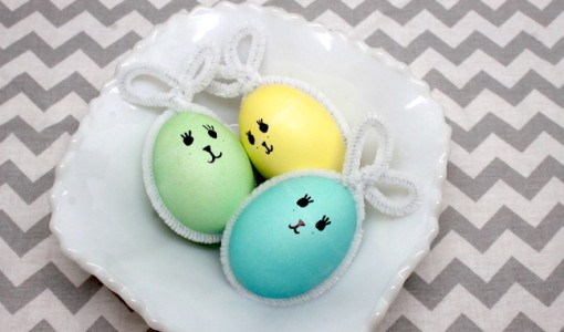 www.handmadebykelly.com; pipe cleaner Easter egg bunnies