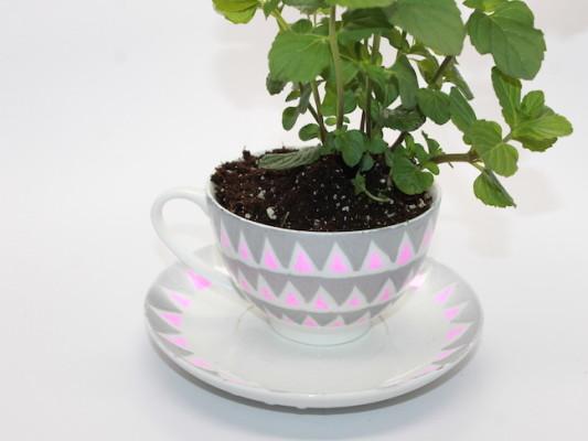 Mother's Day Tea Cup Garden - handmadebykelly.com; momtastic.com
