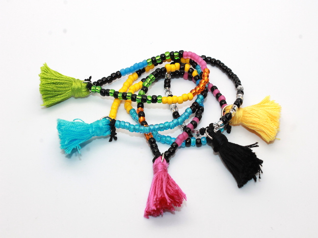 HOW TO MAKE DIY TASSEL BRACELETS; HANDMADEBYKELLY.COM MOMTASTIC.COM