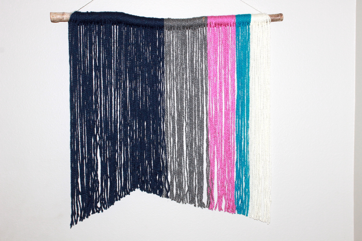 yarn wall hanging; handmadebykelly.com; forrent.com
