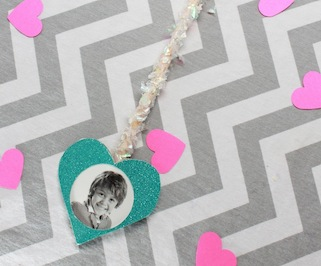 DIY Valentine's Day Photo Arrow Craft; handmadebykelly.com; kelly ladd sanchez