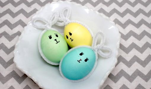www.handmadebykelly.com; pipe cleaner Easter egg bunnies
