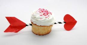DIY Valentine's Day Arrow Cupcakes; handmadebykelly.com; onlinelabels.com
