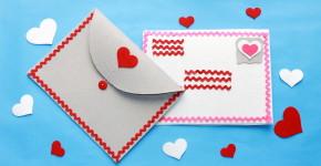 Felt Valentine's Day envelope; handmadebykelly.com; thestir.com