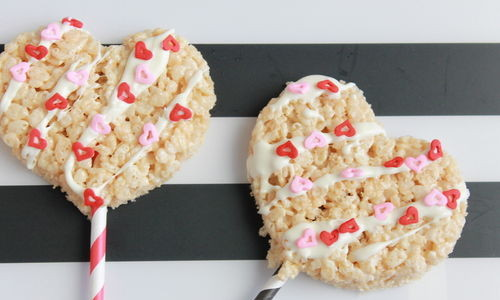 Valentine's Day Rice Krispy Treat Heart Pops; handmadebykelly.com; thestir.com